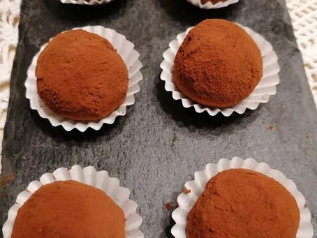 Tartufi al mascarpone, cacao e datteri