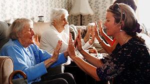 volunteering patacake old people_opt
