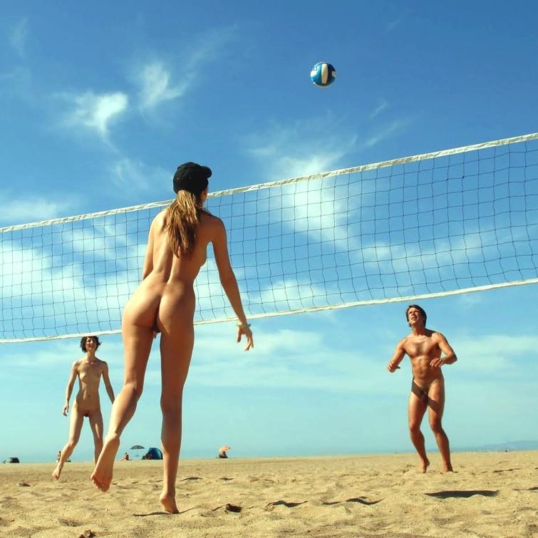 Naked Badminton 2021