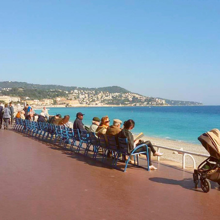The blue chair: symbol of Nice