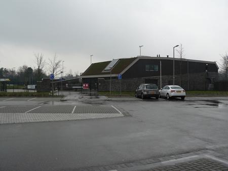 3 prachtig clubgebouw met grote parkeerruimte