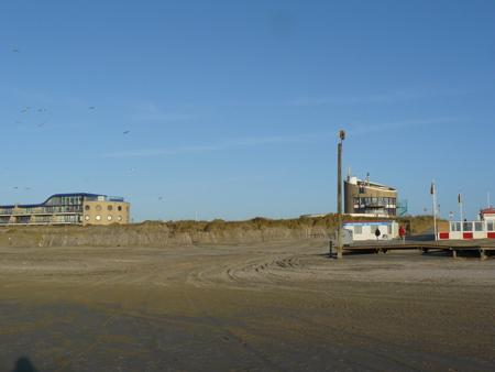 42 strandovergang naar de Kennemerboulevard
