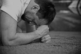 Löst Verspannungen im Nacken und fördert die Konzentration. Yogalehrer Paolo Parró