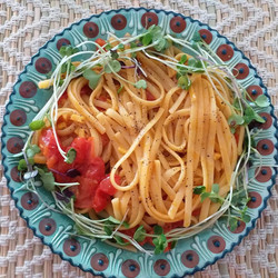 Pasta-with-tomatoes-and-microgreens-1-10