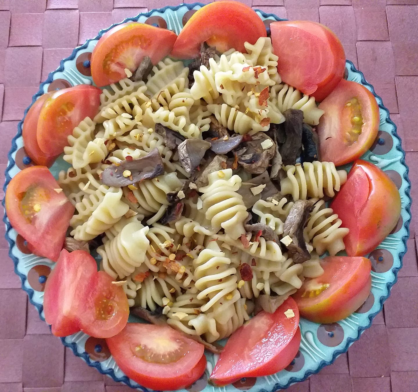 Pasta with mushrooms and smoked chili fl