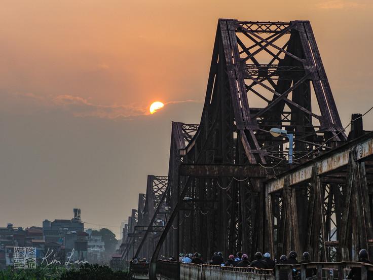 CÀU LONG BIÊN : the iconic bridge across the Red River