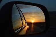 rear-view-mirror-835085_1920.jpg