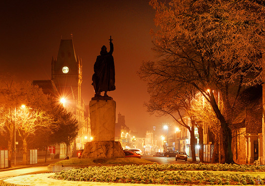 The Broadway at Night, Winchester