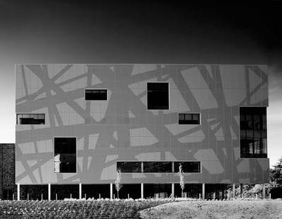 Solent University Sports Centre, Southampton, (PLB Architecture)
