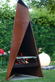 Tipi 1470mm shown with red hot embers