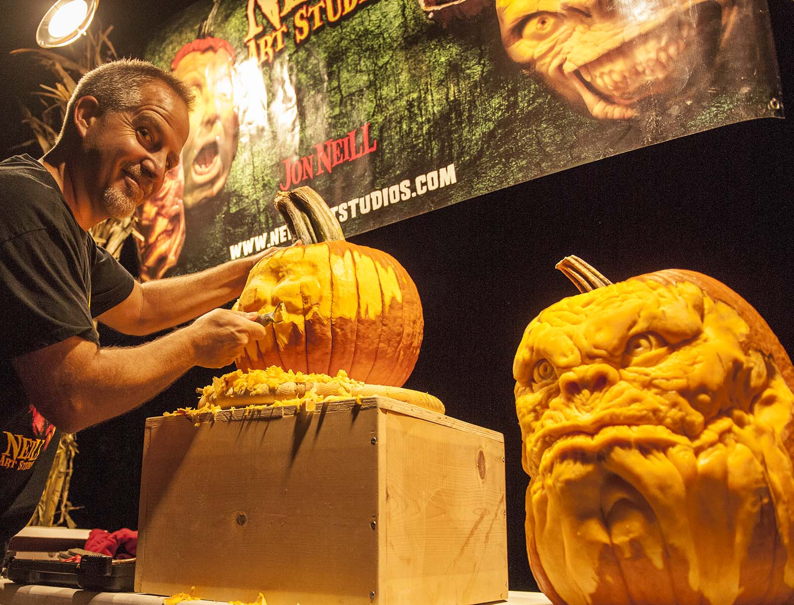 LIVE Professional Pumpkin Carving