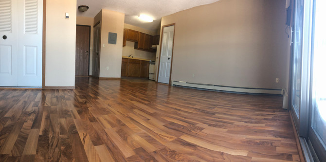 Hidden Valley Apartments Studio panoramic laminate flooring