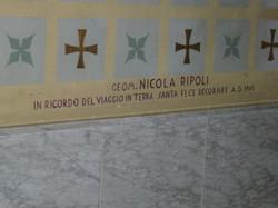 Chiesa, dedica Geom. Nicola Ripoli per aver sostenuto le spese  della decorazione dell'abside. (foto
