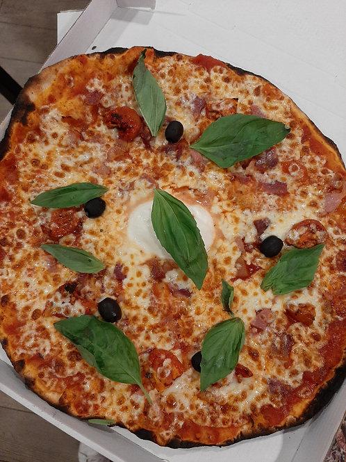 Italienne, sauce tomate, mozzarella di buffala, jambon cru, roquette, basilic,