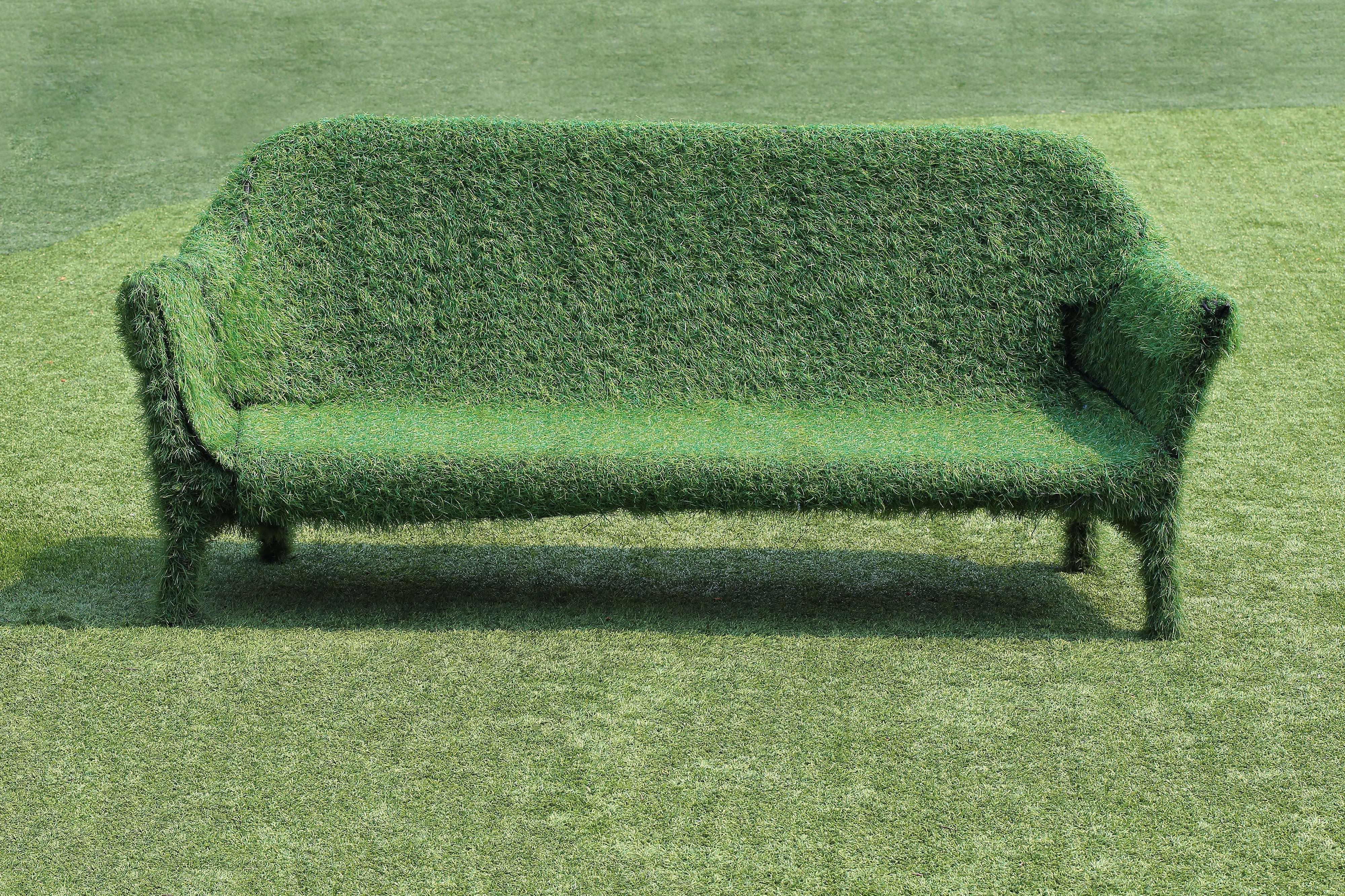 Kunstrasen-Gras-Bank