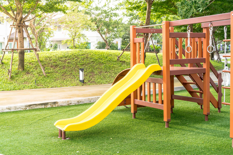 Kunstrasen-Spielplatz-Garten-Kind
