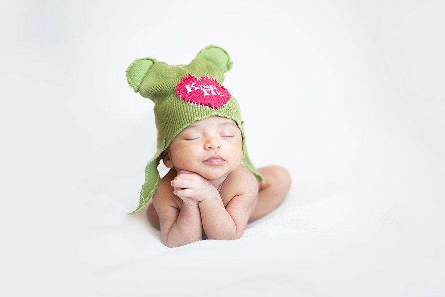 newborn baby photography froggy pose