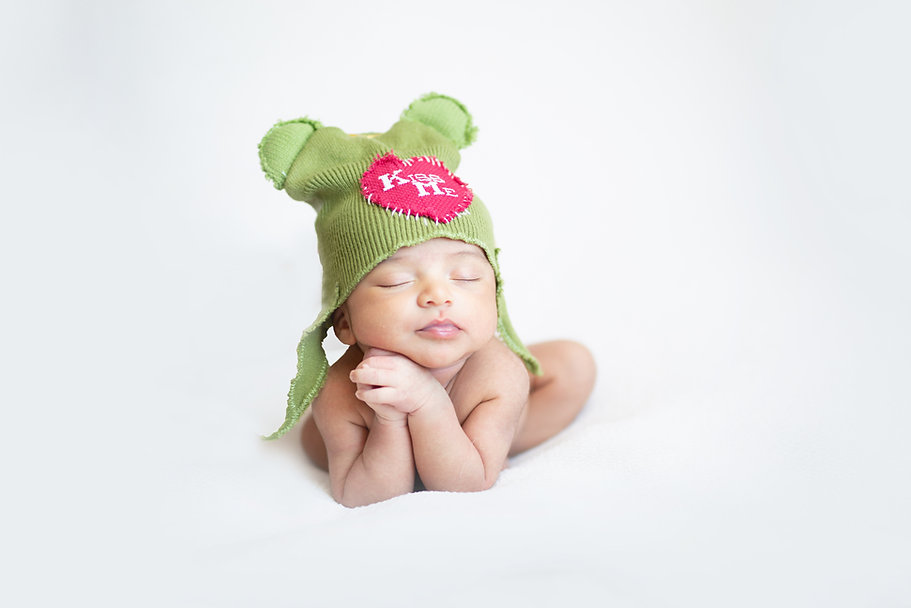 newborn baby photography froggy pose