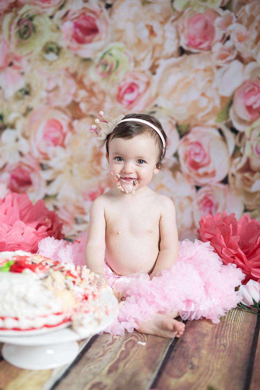 roses themed smash cake session