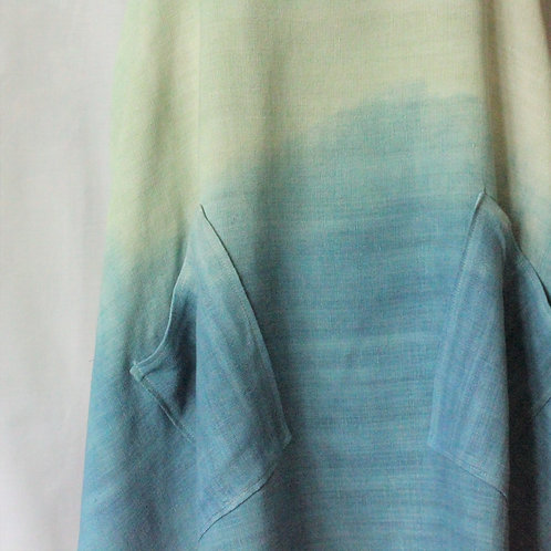 Dip-dyed cross-back linen apron