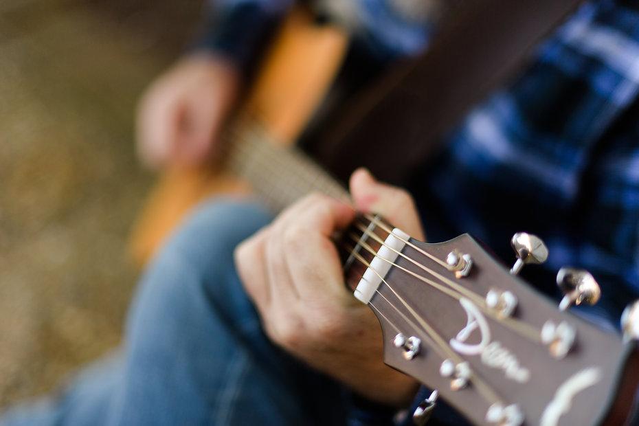 Live acoustic music