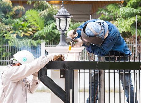 fence-welder-45082820_edited.jpg