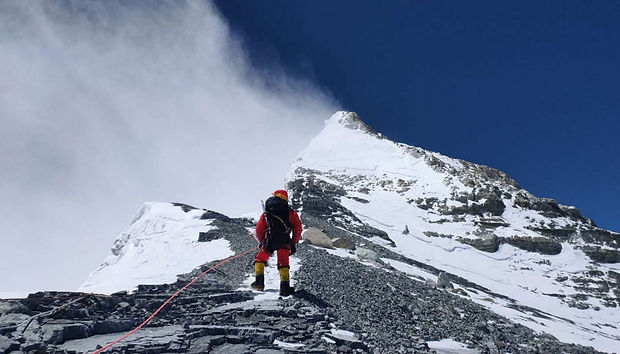 mountain-guide-everest-2020_h.jpg