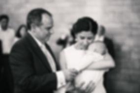 fotos durante elbaile, novios con su hijo