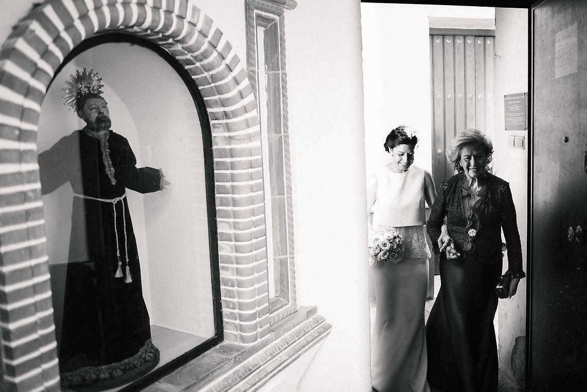 foto de la entrada della novia en la iglesia