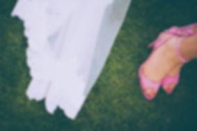 pies de la noviay pies de una invitada