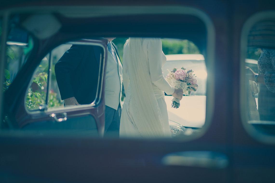 bajada de la novia del coche