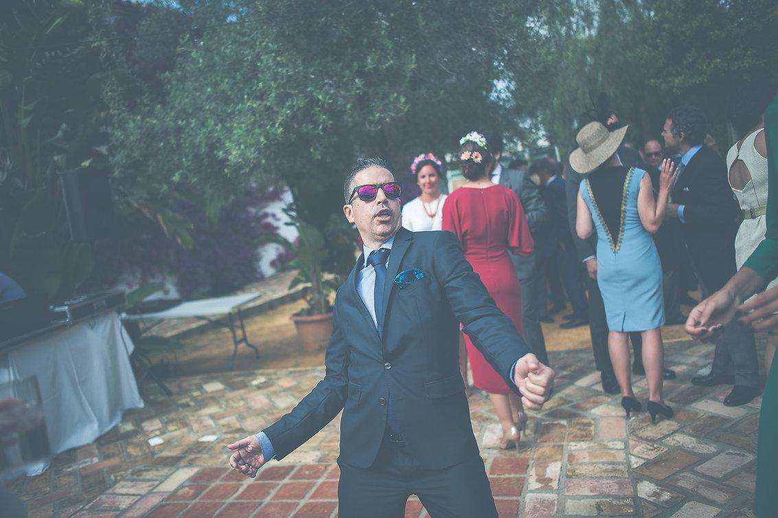 invitado bailando