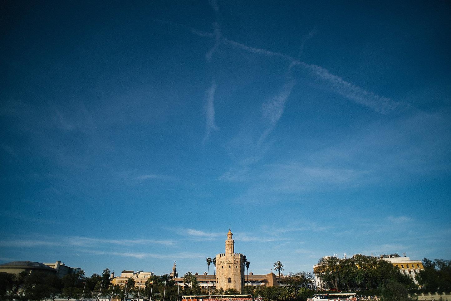 vista de la torre del oro sevilla