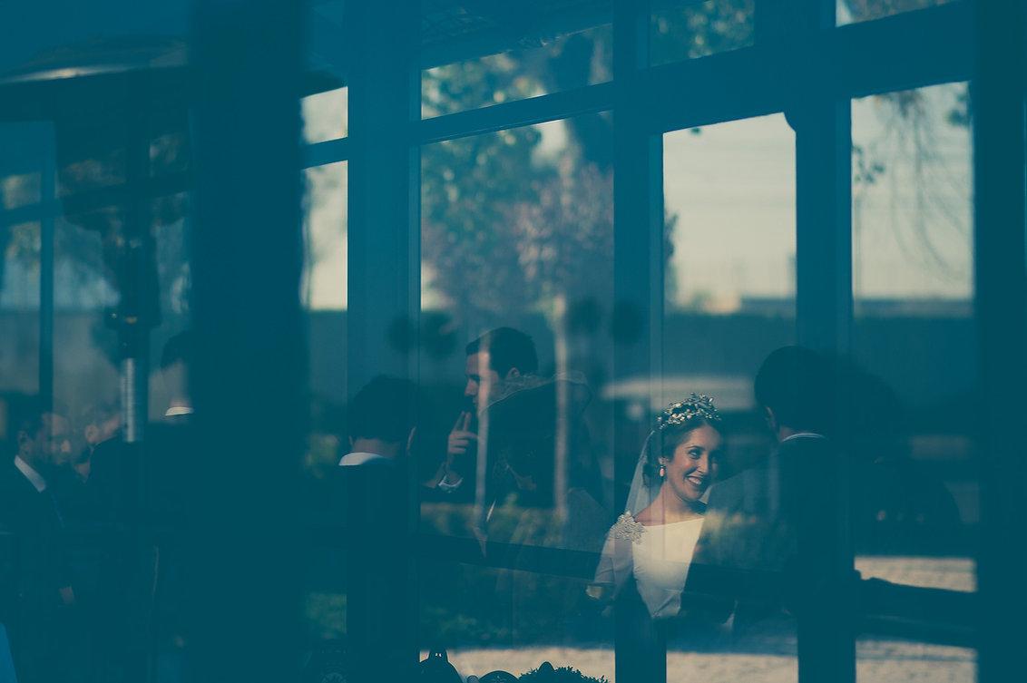 reflejo de la novia en el cristal