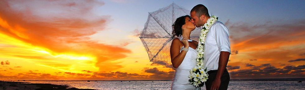 WEDDINGS%20-%20Couple%20with%20Sunset%20