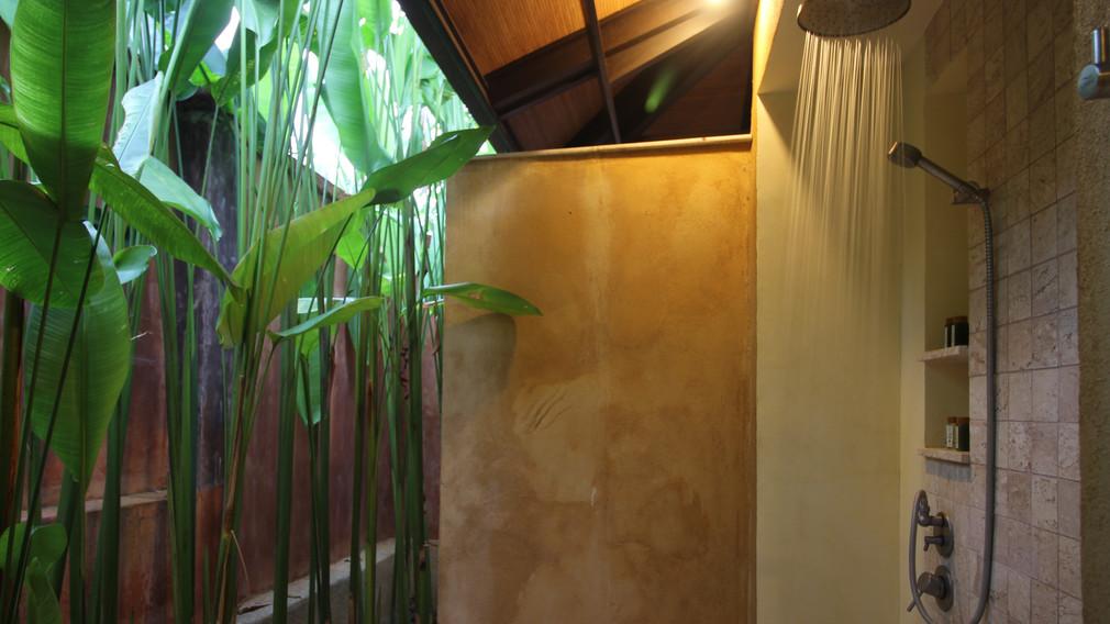 Alanta Villa Tropical Garden Bathrooms