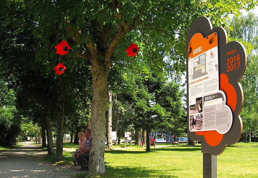 Un dimanche au parc - exposition signalétique temporaire - Parc Thermal Montrond-les-Bains (Loire 42) - Designer  Maud Moretton - Atelier design d'espace & design graphique - Avec la participation de  Marie-Cécile Berger - Jean-Michel Verney Carron, paysagiste