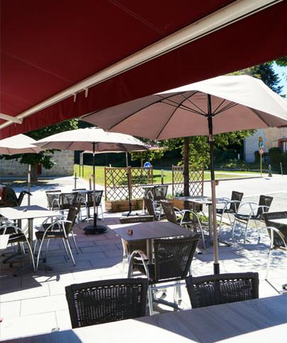 Terrasse restaurant à Montrond les bains Organisation de séminaire dans la Plaine du Forez par ESPACE PRO 42 Loire