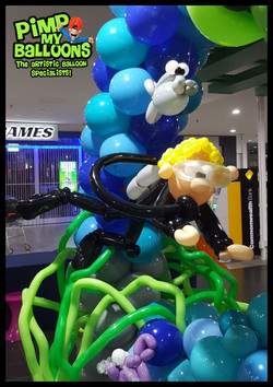Lansell_Plaza_BAlloon_Twisting2