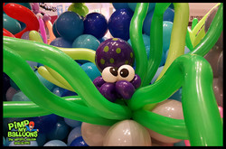 Lansell_Plaza_Octopus_balloon_Twisting