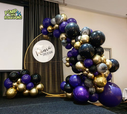 Gold Round Mesh Backdrop and Balloon Bac