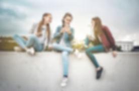 Les jeunes femmes et les périphériques