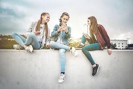 Unge kvinner og enheter