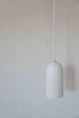 Suspension moderne blanche avec découpe laser agence dékodé décoration d'intérieur à nantes
