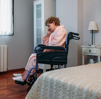 lonely_woman_in_nursing_home.jpg