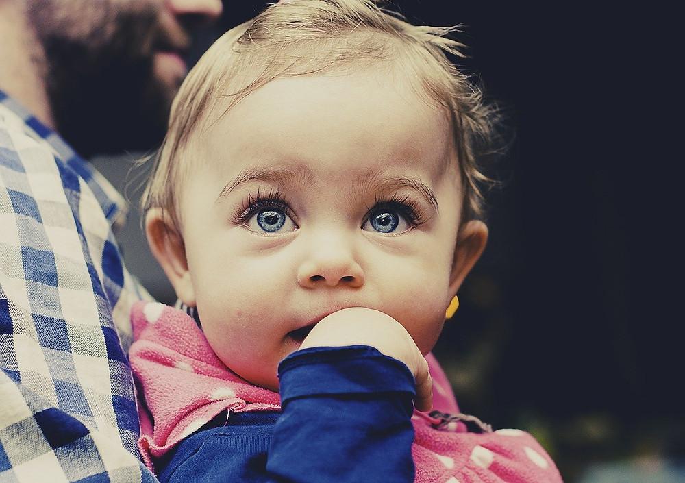 Bebé con dermatitis atópica
