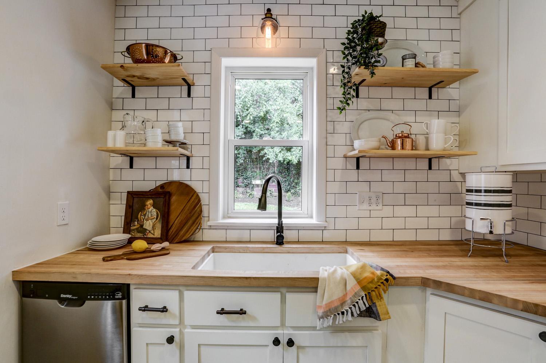Kitchen brick backsplash
