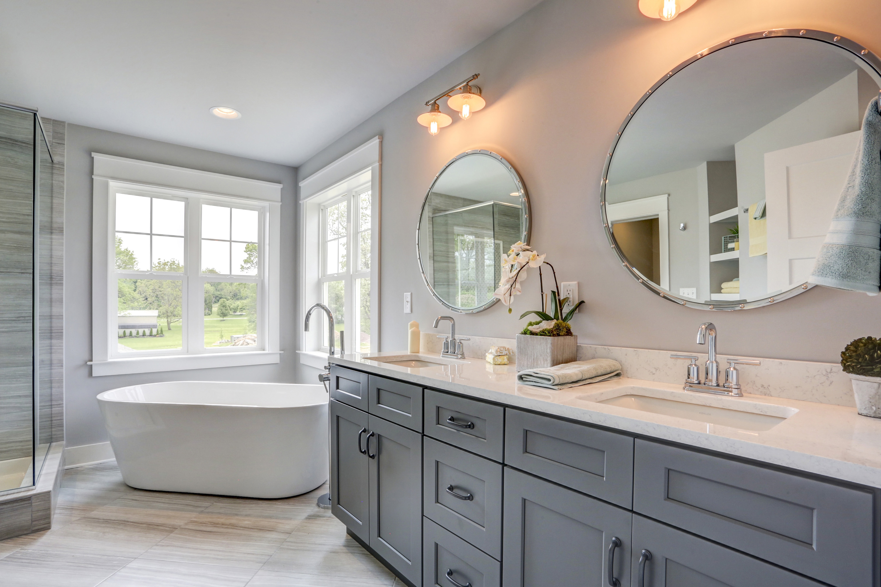 Double sink and soaking tub