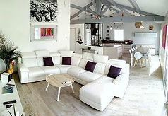 salon, canapé cuir TV chaine hifi