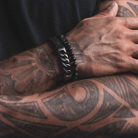 iXXXi arm met 2 armbanden.jpg